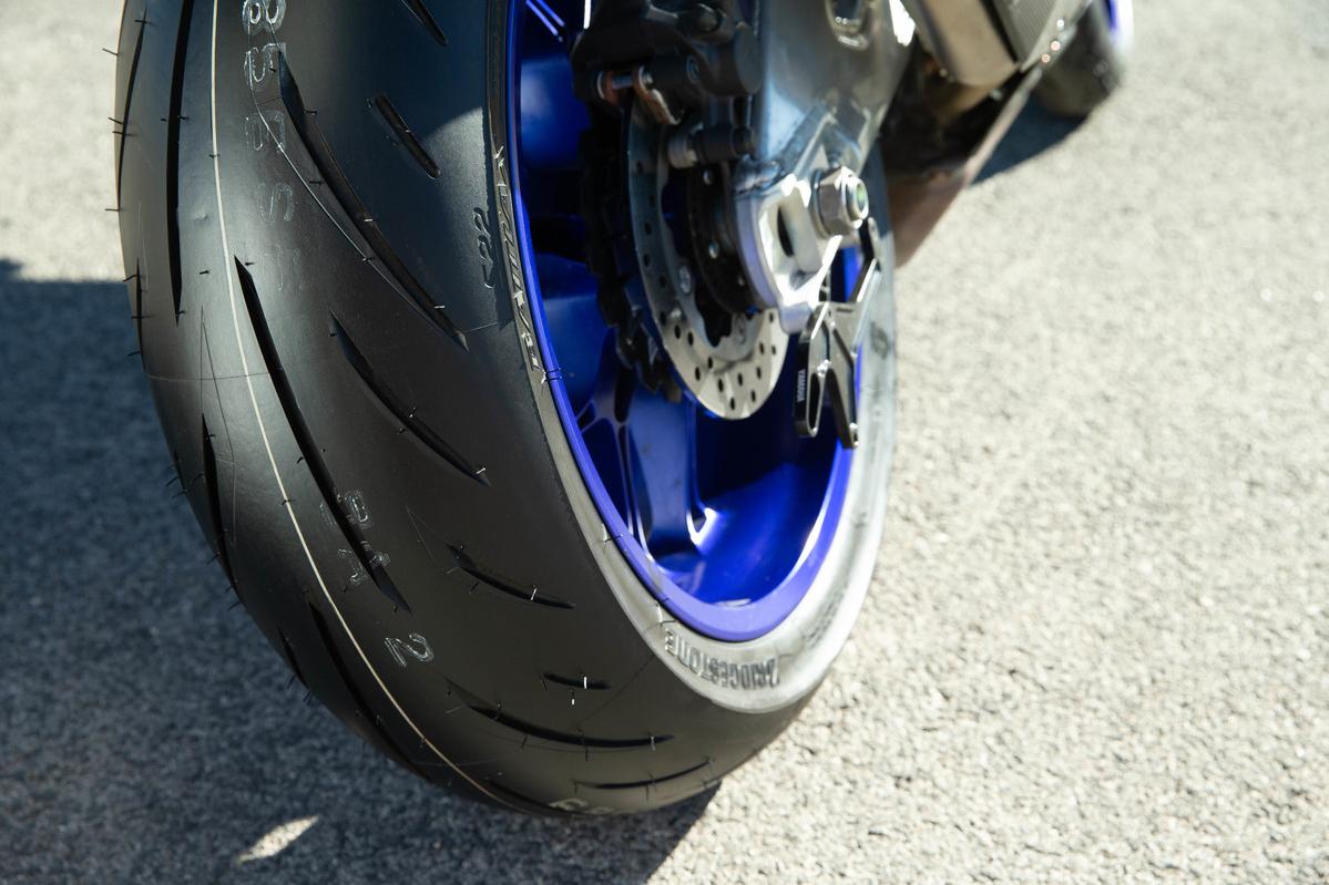 Roller Auto Bridgestone Motorrad Reifen - Roller png herunterladen -  975*780 - Kostenlos transparent png Herunterladen.