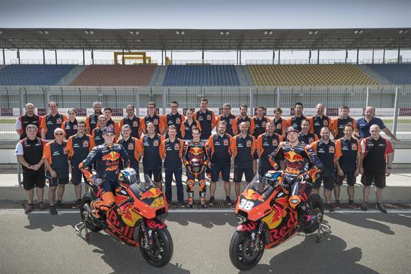 red_bull_ktm_motogp_factory_racing_team_pit_lane_losail_international_circuit_2018.jpg