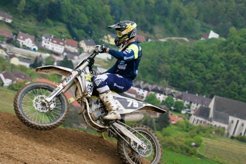 Husqvarna Pilot Pascal Rauchenecker feiert historischen Erfolg in ...