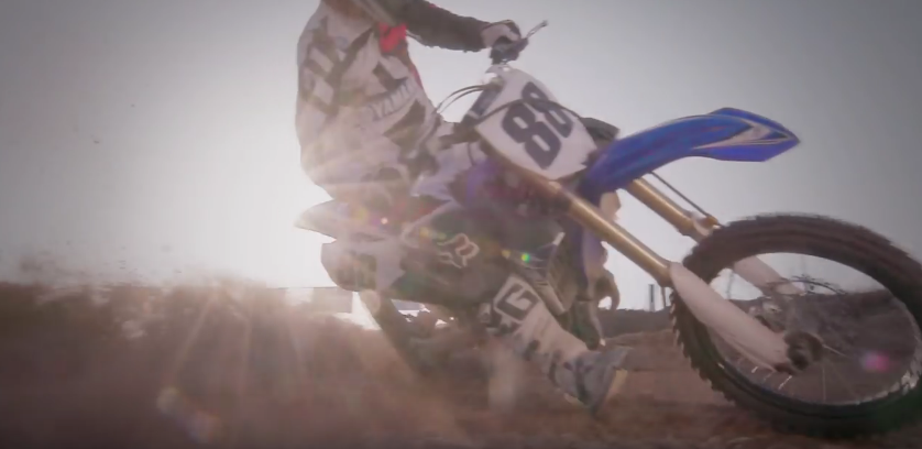 2017_yamaha_yz450f_features_benefits_-_youtube_-_2016-10-27_07.41.43.png