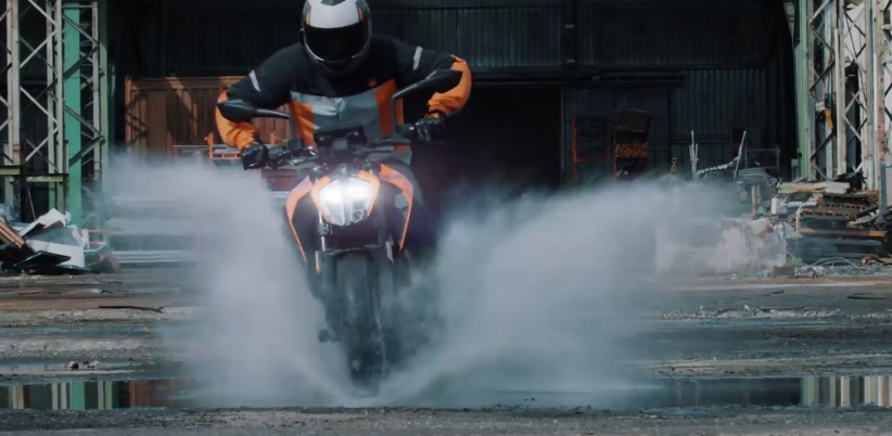 2017_new_ktm_125_duke_the_spawn_of_the_beast_promo_video_-_youtube_-_2016-11-23_18.29.01.png