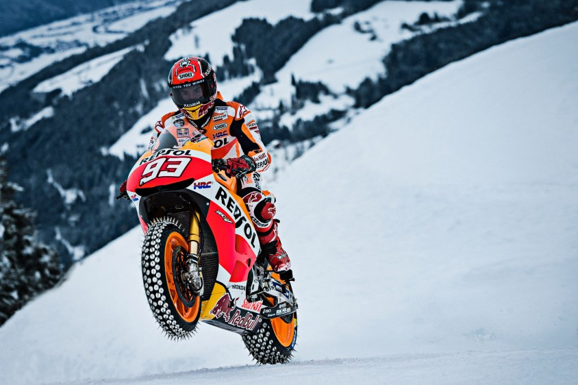 motogp_mm93_kitzbuehel_wheelie_c_markus_berger_red_bull_content_pool.jpg
