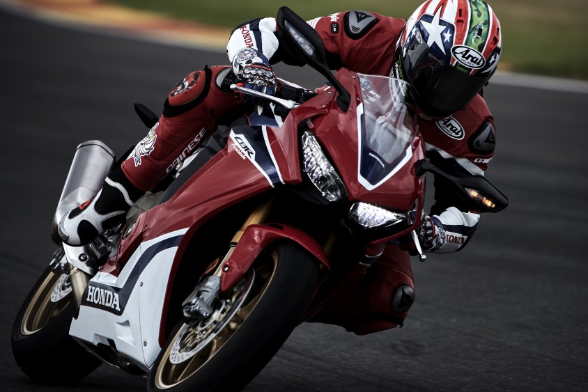 honda_pr_mc0617_nicky_hayden_testing_the_17_ym_cbr1000rr_fireblade_sp_1.jpg