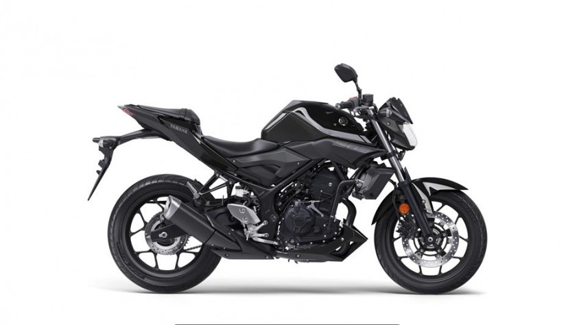 2018-yamaha-mt-03-eu-midnight-black-studio-002.jpg