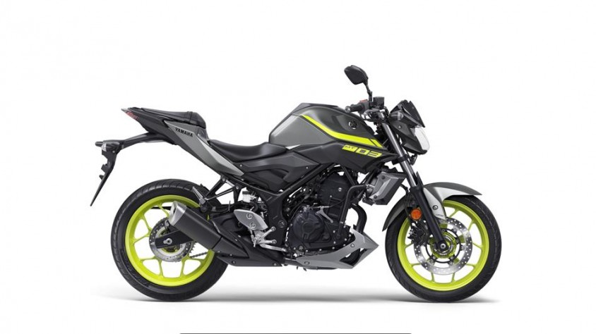 2018-yamaha-mt-03-eu-night-fluo-studio-002.jpg