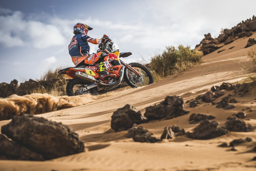 ktm_450_rally_prototype_action_02.jpg
