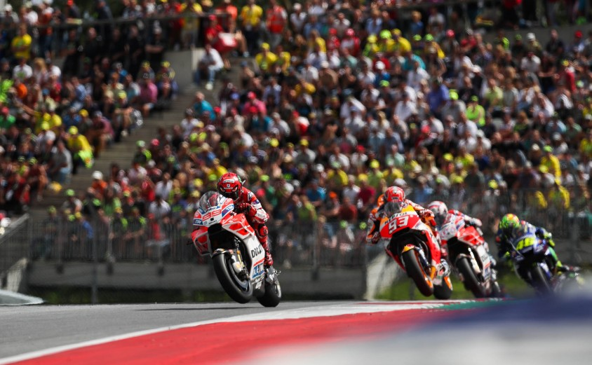 ps_kalender_2018_motogp_action_c_gepa_pictures_red_bull_content_pool.jpg