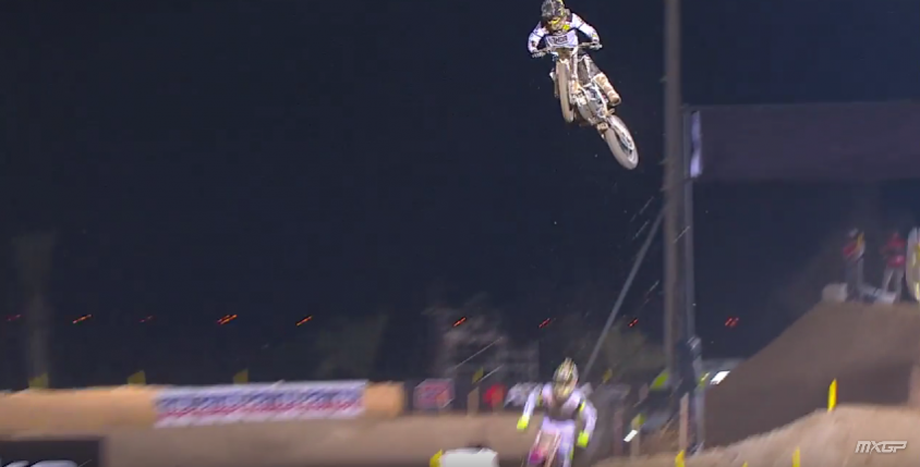 mxgp_of_qatar_race_highlights_2016_-_youtube_-_2016-02-29_07.52.45.png