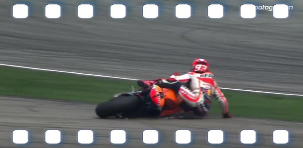 proof_that_rossi_did_not_cause_marquez_s_crash_at_sepang_-_youtube_-_2015-10-29_07.jpg