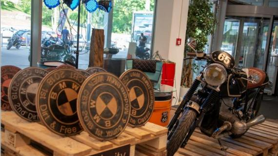 2. Custom BMW Bike Trophy in #holycity