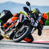 Intermot: 2019 KTM 1290 SUPER DUKE GT & R
